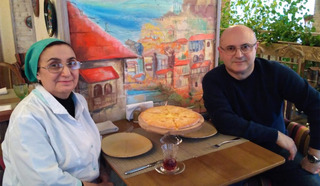 На фотографии: Тётя Дареджан и Николай Мамулашвили