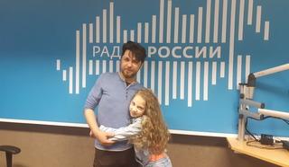 """Арина Залесина и её педагог в студии """"Радио России"""""""