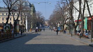 Улица Дерибасовская ранним весенним утром 2015 года /ru.wikipedia.org/
