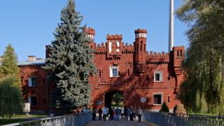 Брестская крепость  /ru.wikipedia.org/