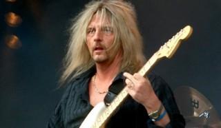 Аксель Руди Пелл, немецкий гитарист, играющий в стиле Мелодичный Хэви-Метал.