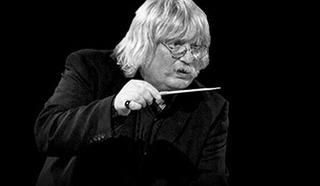 Валлийский музыкант (клавишник) и композитор Карл Дженкинс (Karl Jenkins).
