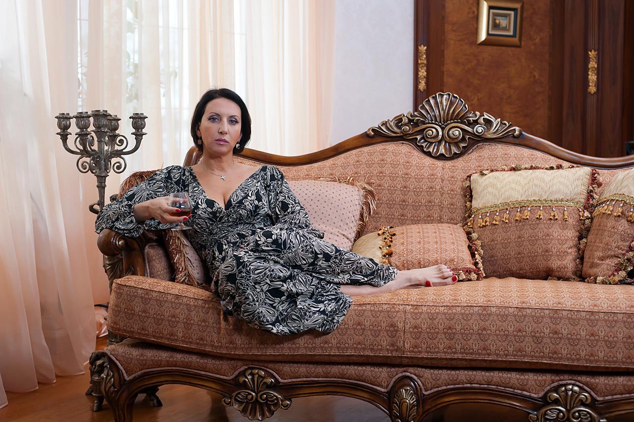 Елена Ваенга показала обнаженную грудь Ивану Урганту в прямом эфире на «Первом канале»