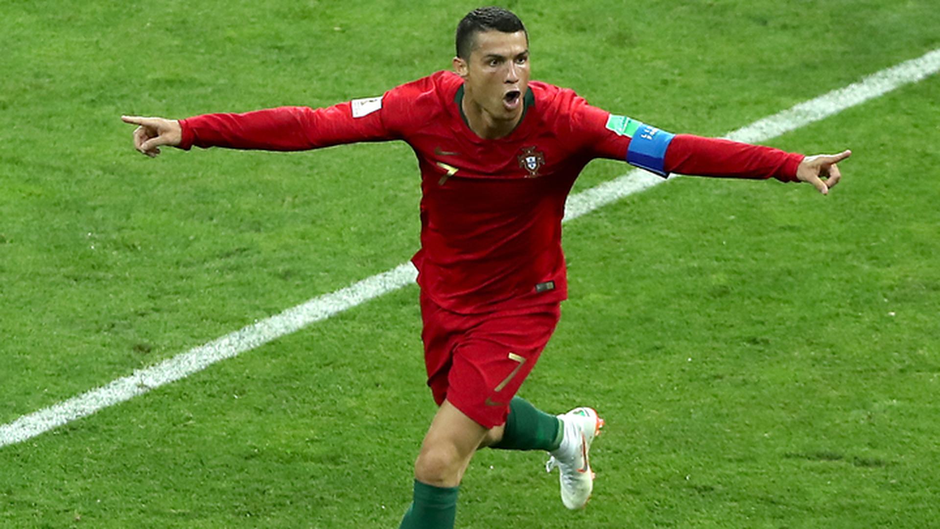Португальцы и испанцы забили по три мяча