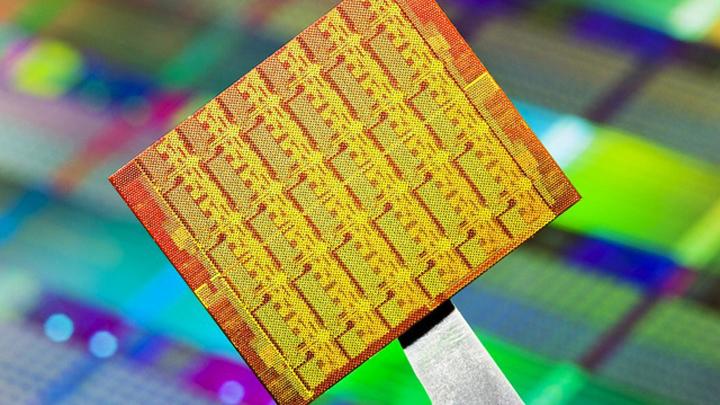 """""""Росэлектроника"""" показала отечественный компьютер с 8-ядерным чипом"""