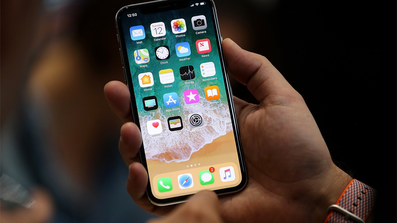 Цена iPhone X в РФ оказалась одной изсамых высоких вмире