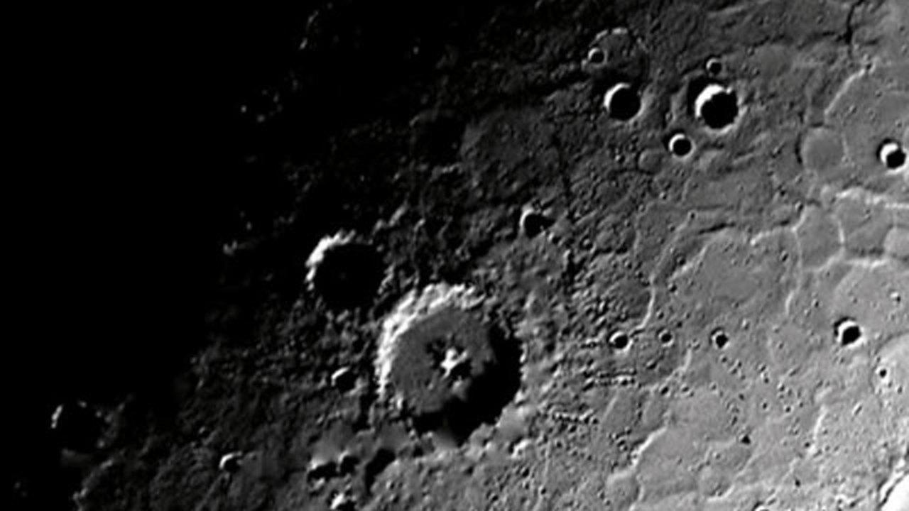 Межпланетный зонд Messenger обнаружил лед на Меркурии