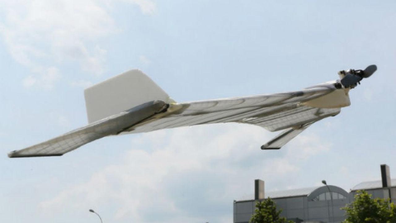 Швейцарцы усовершенствовали робота-вампира, умеющего летать и ползать
