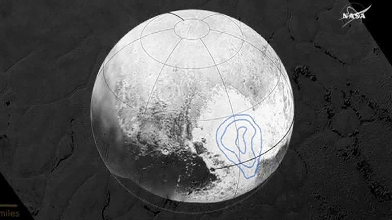 NASA показало видео с ледяными горами Плутона