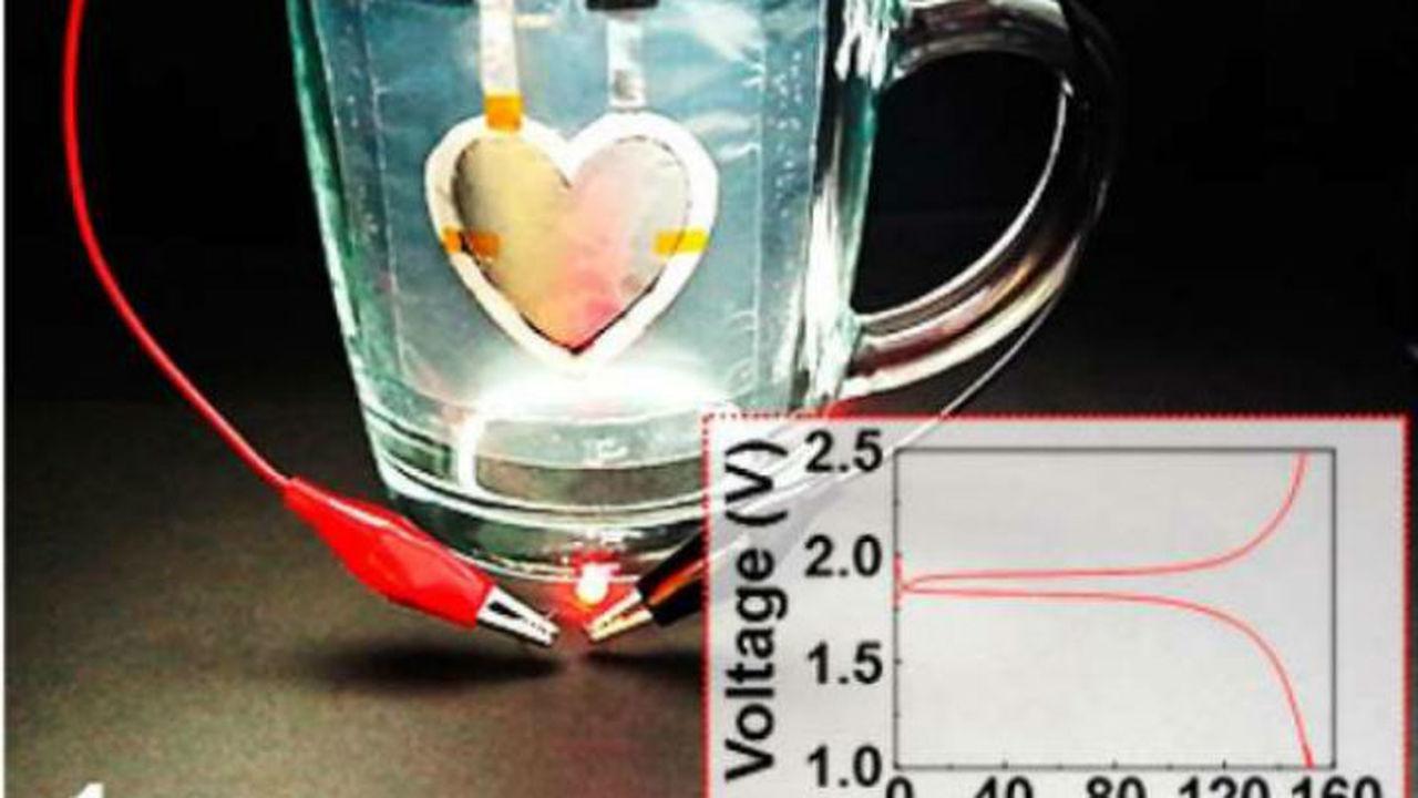 Аккумулятор в форме сердца напечатали на стенке чашки