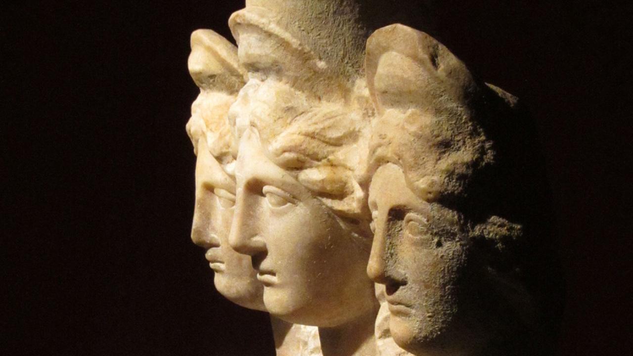 """""""Собачье ухо"""" на язык конкурента: расшифровано самое зловещее древнегреческое проклятие"""