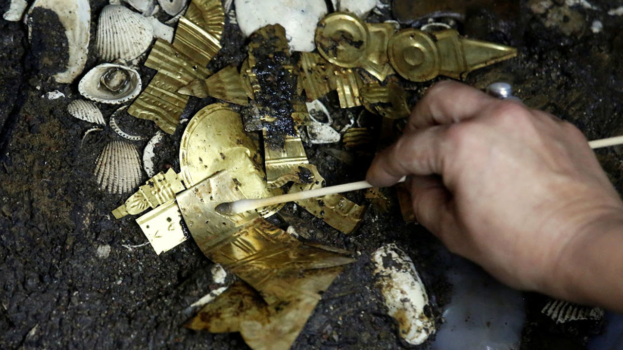 """В Мехико нашли уникальную гробницу """"золотого волка"""""""