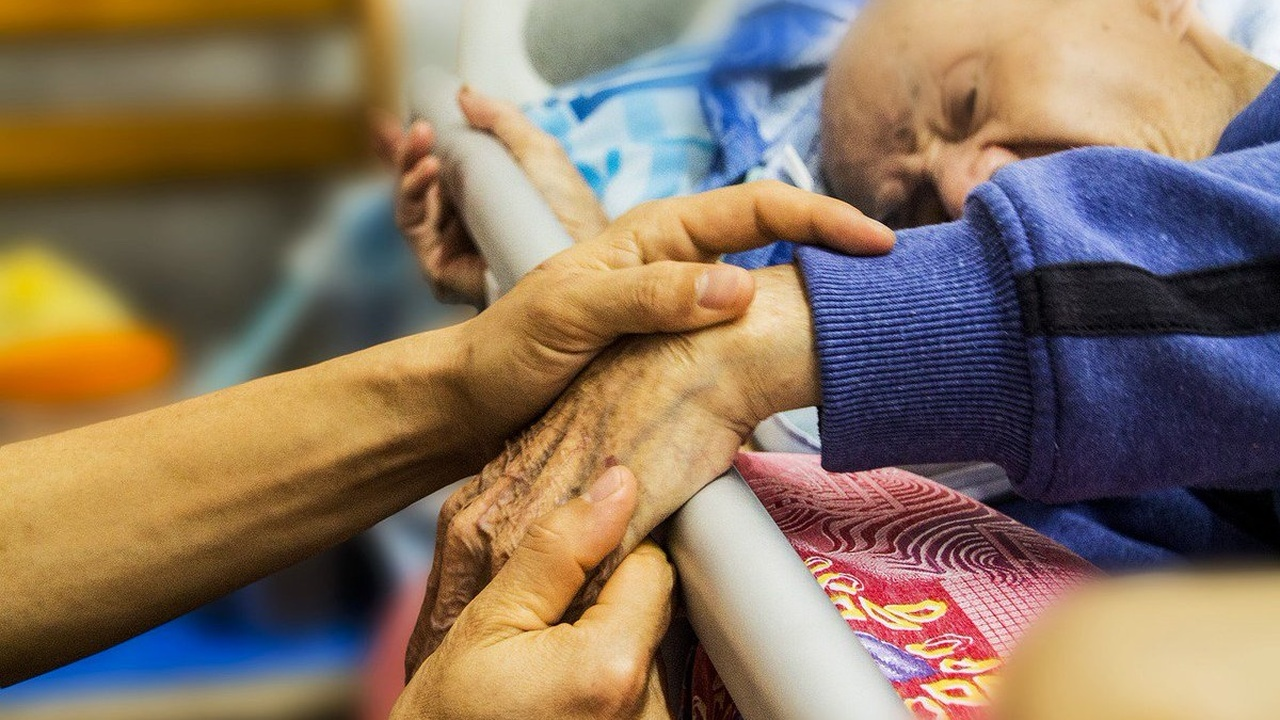 """Болезнь Альцгеймера не всегда зарождается в мозге и может быть """"заразной"""""""
