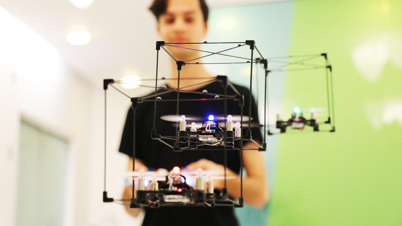 Флот из LEGO-дронов выстроится в фигуру, которую собрал пользователь