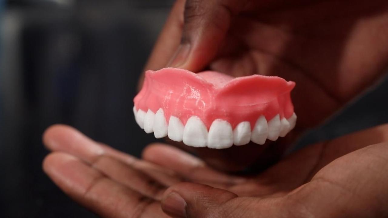 Зубной протез, который сам дезинфицирует дёсны, напечатали на 3D-принтере