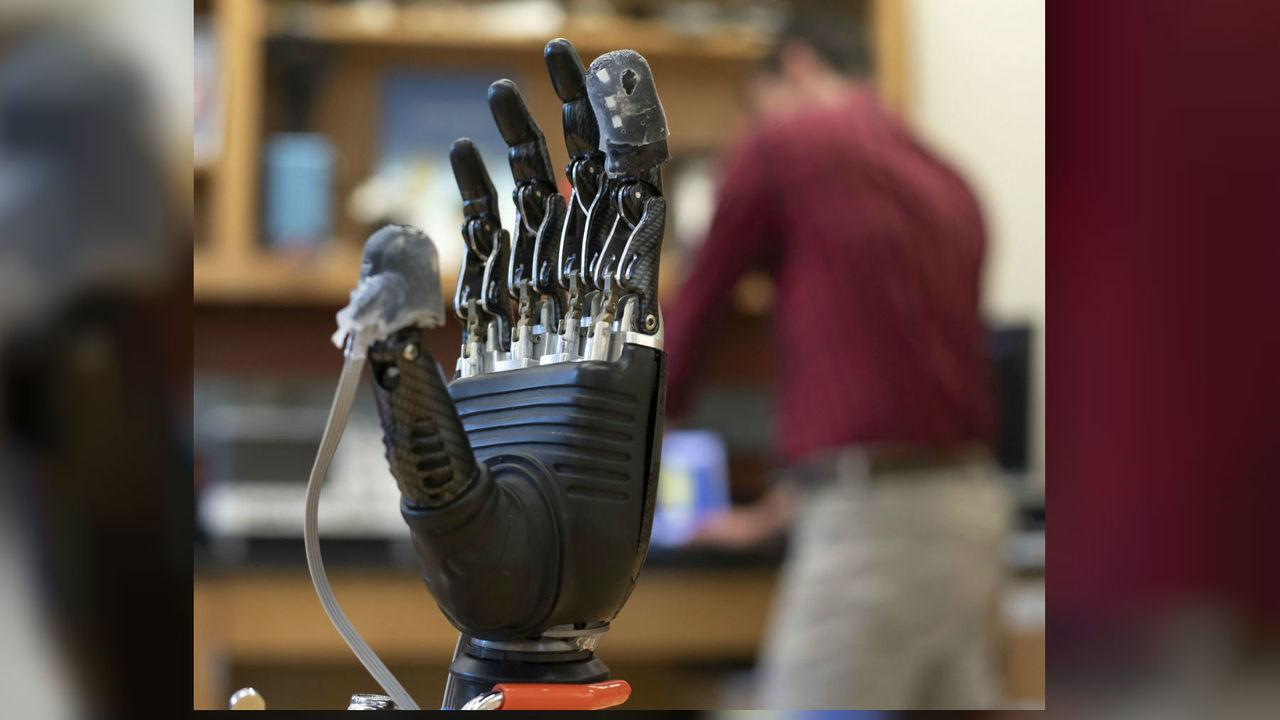 Электронные протезы научили чувствовать боль