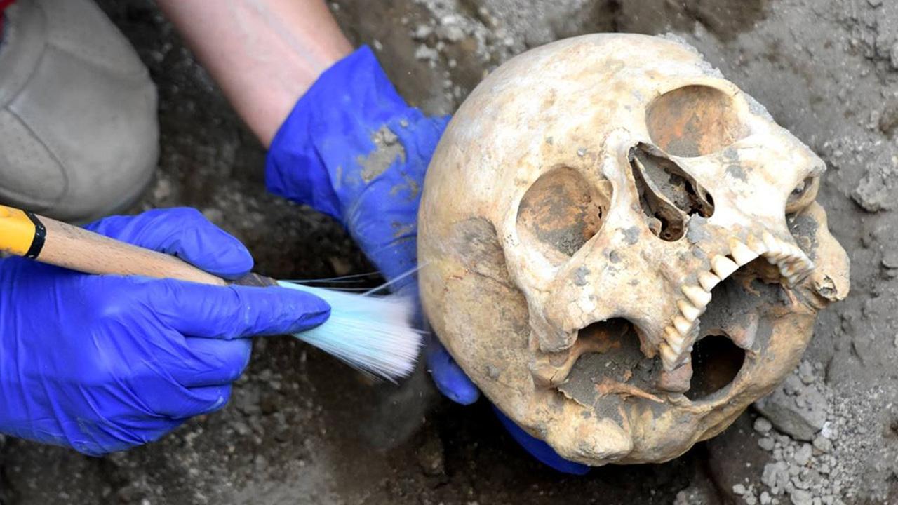 Зря смеялись: в Помпеях нашлась голова знаменитого скелета, раздавленного каменной глыбой