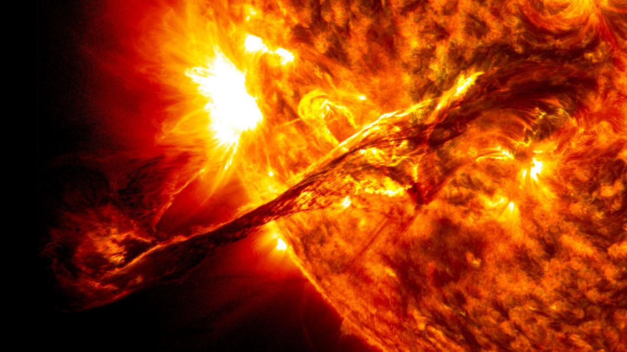 Астрономы впервые наблюдали выброс вещества из короны другой звезды