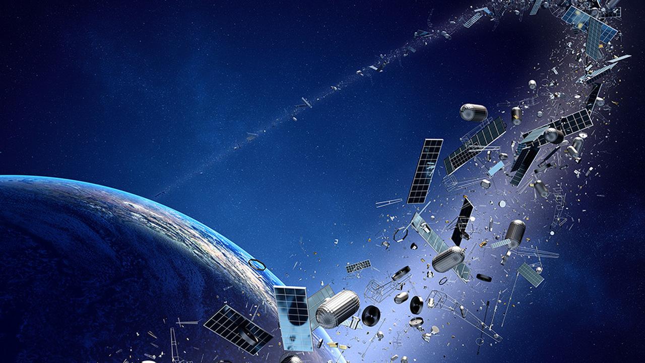 Инженеры научили спутник сбивать космический мусор струёй плазмы из собственного двигателя