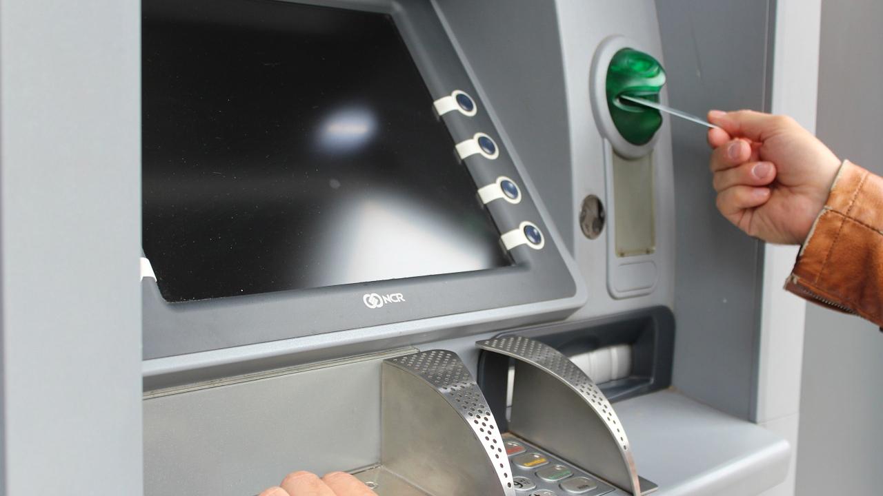 В русских банкоматах можно будет снять деньги при помощи телефона