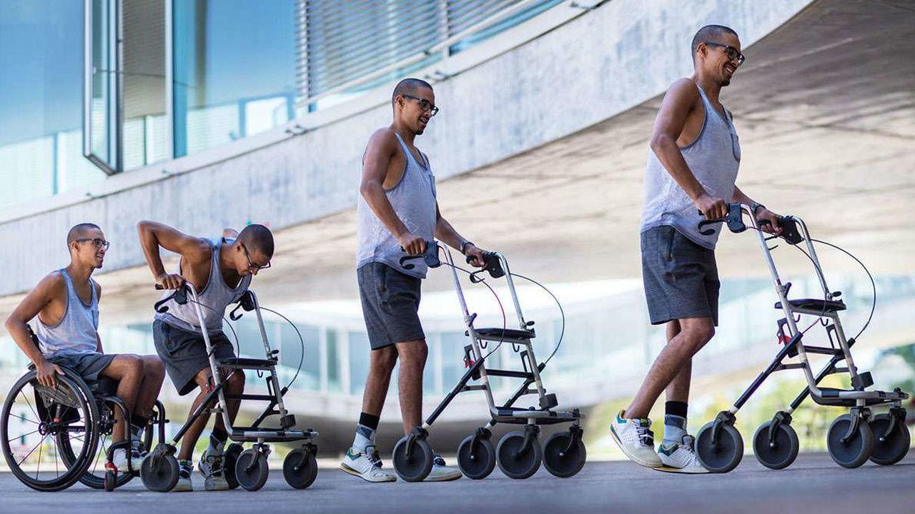 Новая терапия спинного мозга помогает парализованным пациентам снова начать ходить