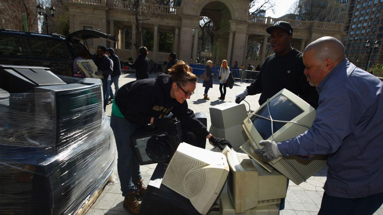 """Вместе не навсегда: новый """"обратимый"""" клей поможет в утилизации отходов"""
