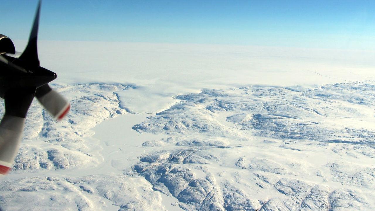 Подо льдом Гренландии обнаружен огромный метеоритный кратер