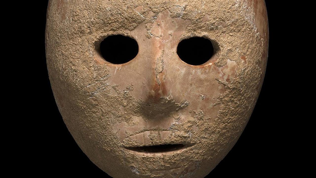 Лицо предка: в Израиле нашли 9000-летнюю каменную маску