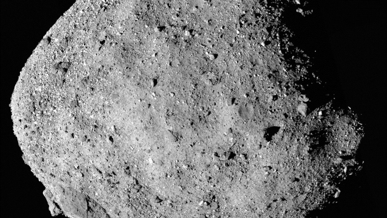 Зонд OSIRIS-REx обнаружил воду на астероиде Бенну