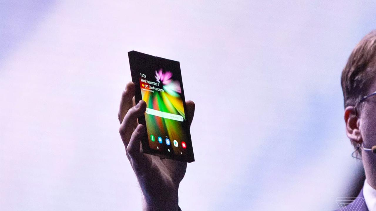 СМИ: складной смартфон Samsung и флагман Galaxy S10 покажут в феврале