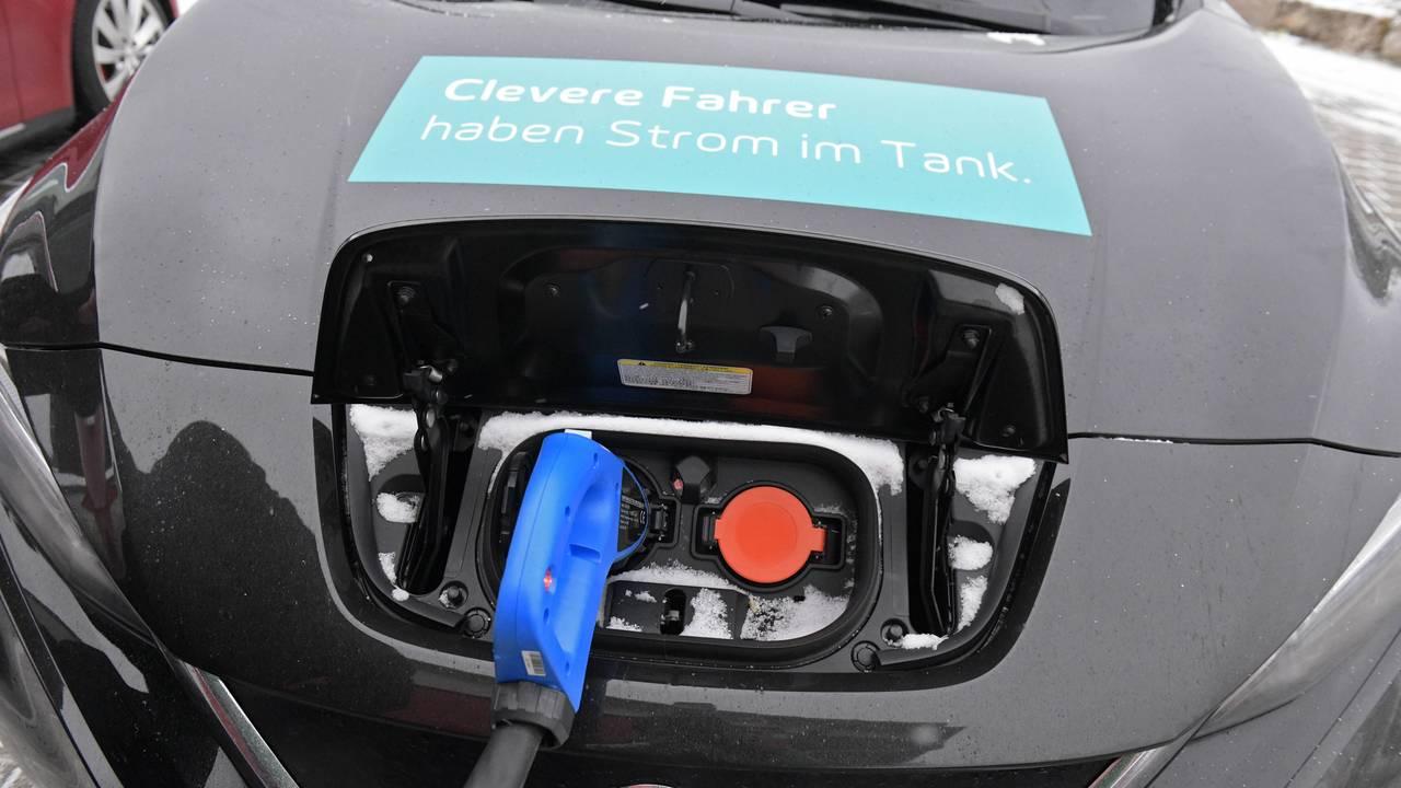 Двумерные материалы помогут электромобилям проезжать 800 километров на одной зарядке