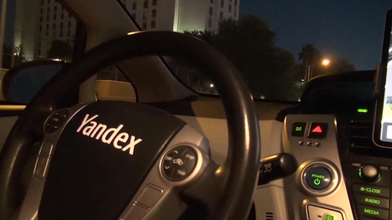 """беспилотные машины """"Яндекса"""" поехали за границу"""