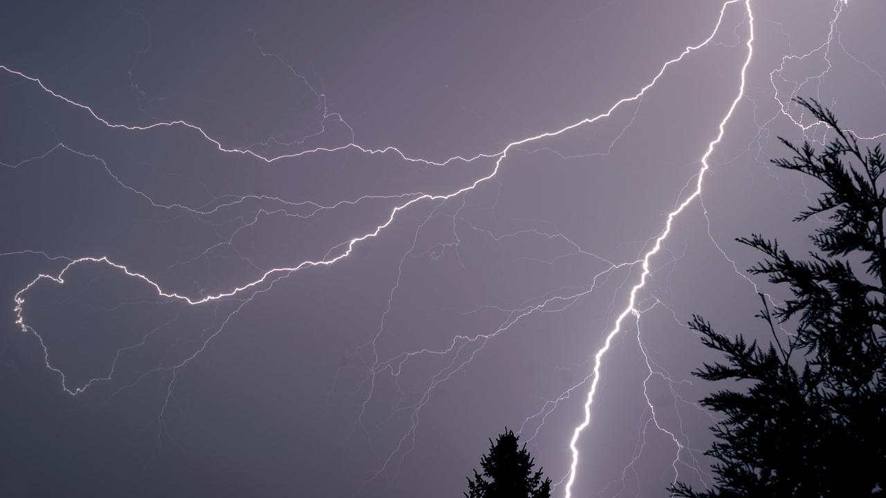 """Электромагнитные поля молнии оказывают странное """"исцеляющее"""" воздействие на клетки"""