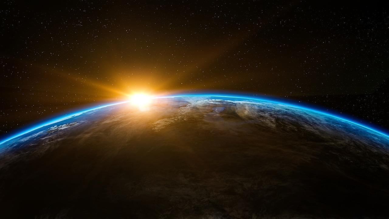 Земная атмосфера простирается почти вдвое дальше Луны