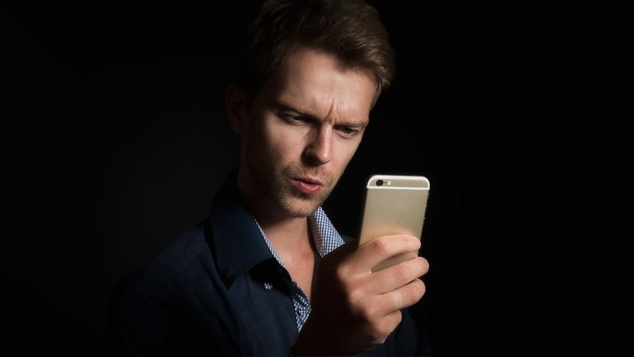"""Новое """"умное"""" стекло сможет узнавать владельца смартфона в лицо"""