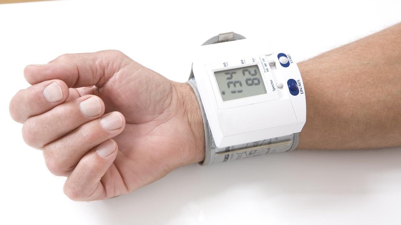 """""""Верхнее"""" и """"нижнее"""" давление одинаково влияют на риск инфаркта и инсульта"""