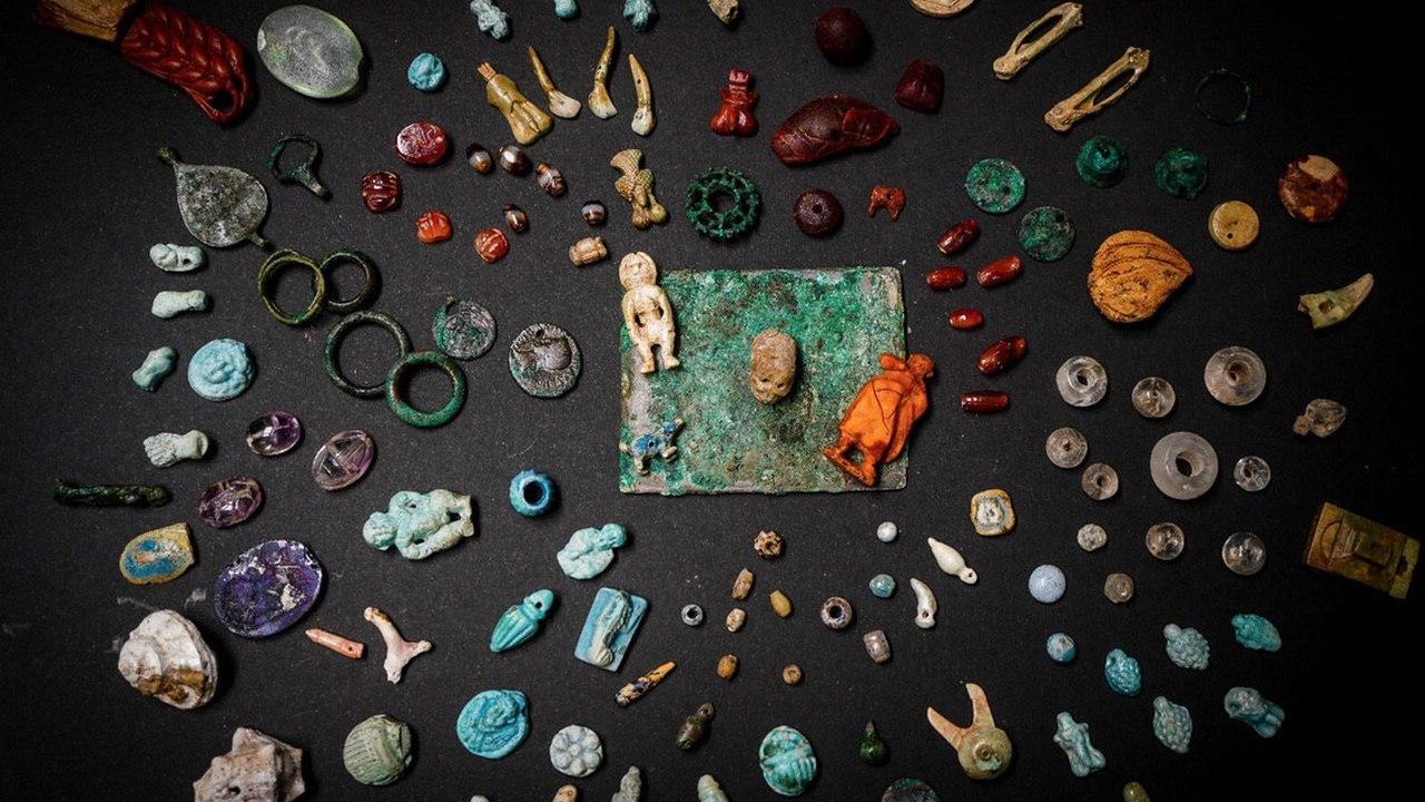 """Талисманы удачи и ритуальные фигурки: в Помпеях обнаружен """"клад колдуньи"""""""