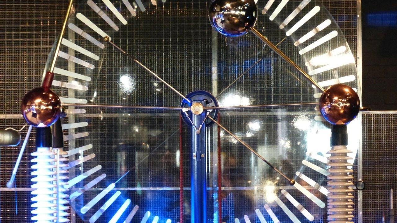 Учёные наконец объяснили природу электризации трением