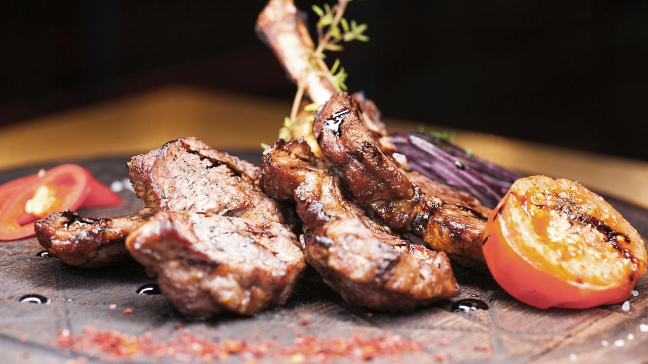 Отказ от красного и переработанного мяса приносит здоровью не так много пользы