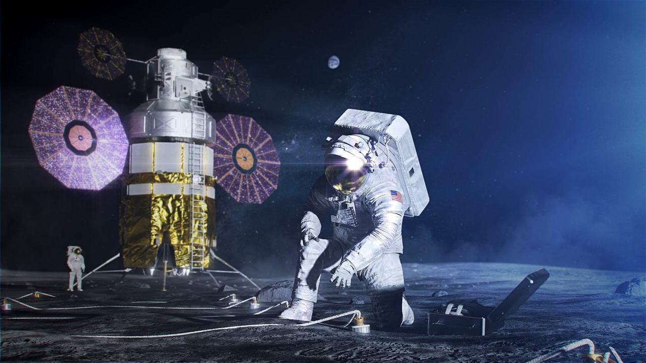 НАСА представило более гибкий скафандр для лунных экспедиций