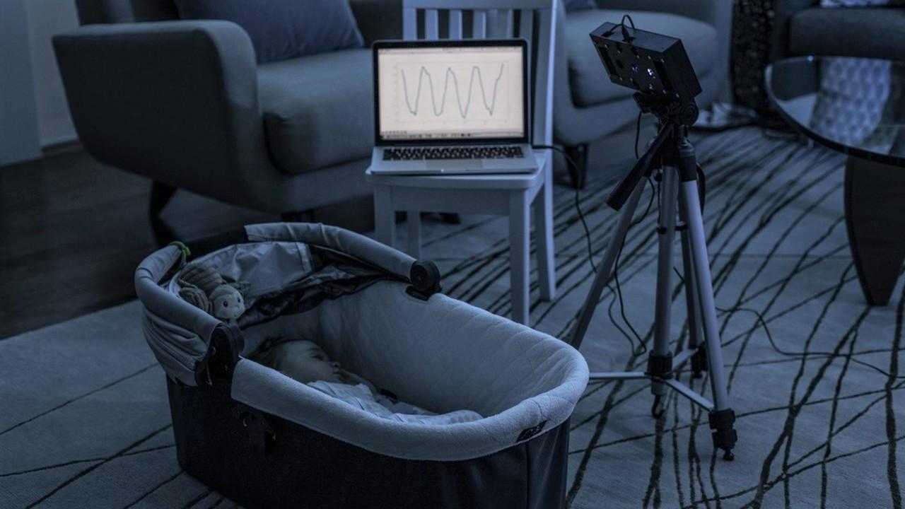 """""""Умный"""" динамик использует белый шум, чтобы следить за дыханием и движениями младенца во сне"""