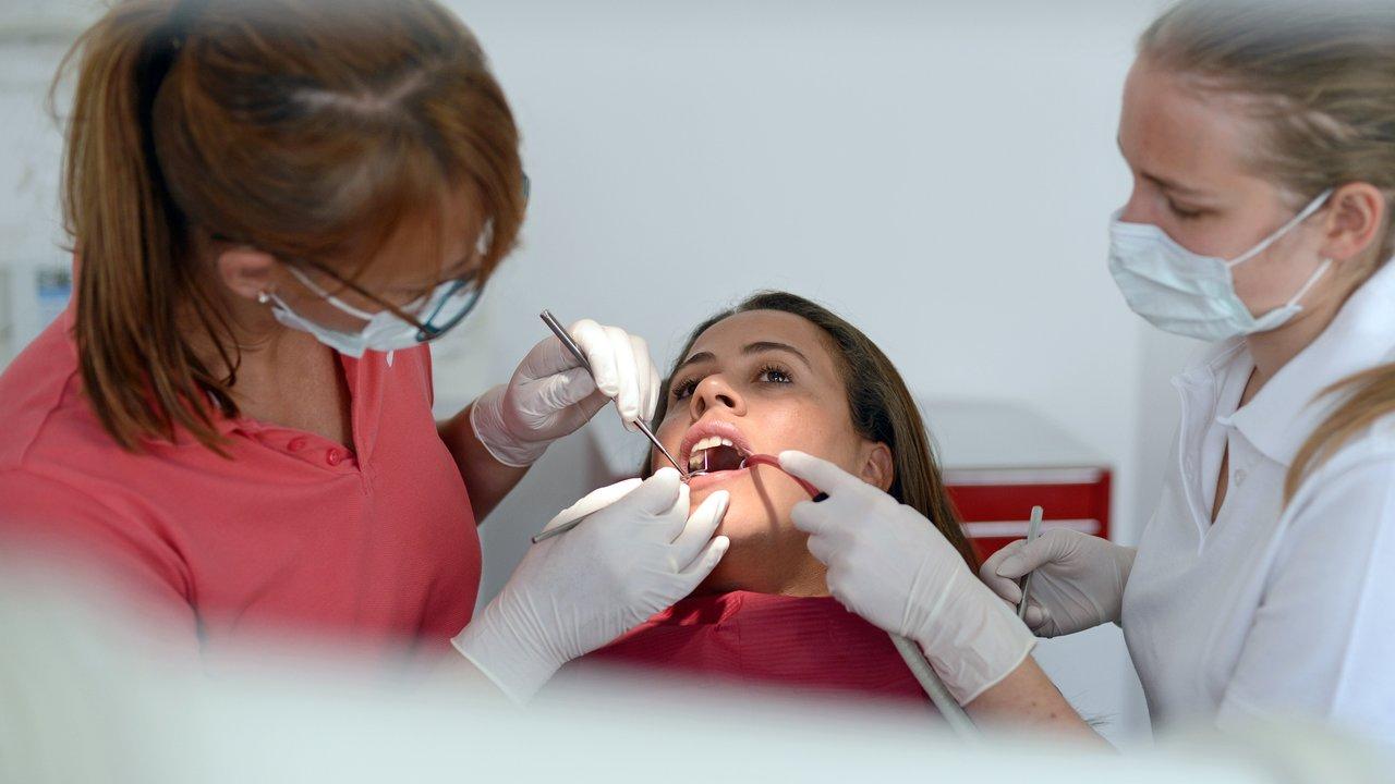 """""""Электрохимическая терапия"""" поможет избавить зубные имплантаты от опасных микробов"""