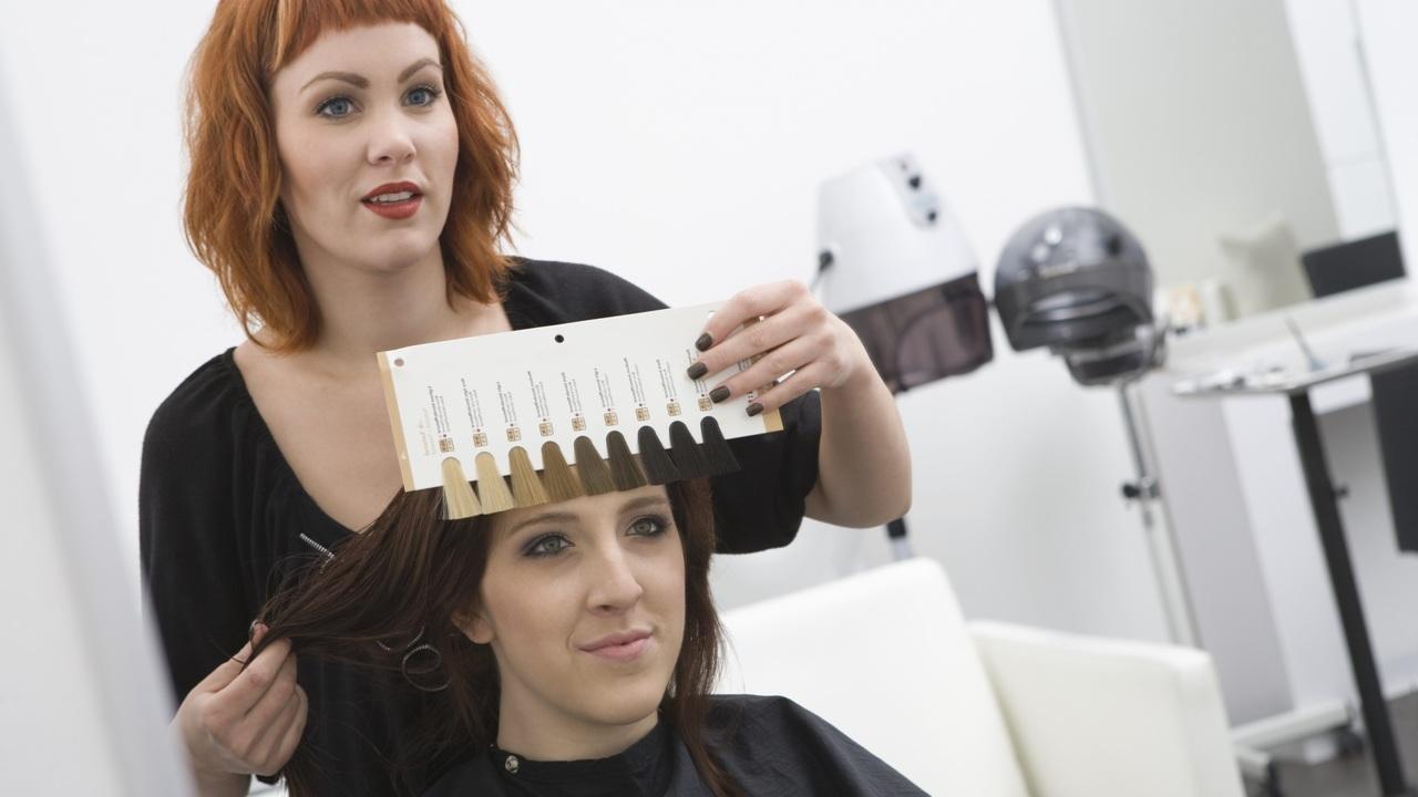 Окрашивание и выпрямление волос повышает риск развития рака груди