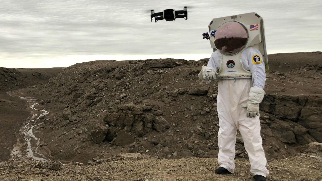 """""""Умная перчатка"""" позволит покорителям Луны и Марса управлять роботами"""