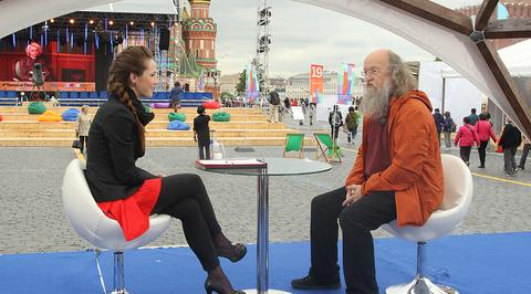 """Книжный фестиваль """"Красная площадь"""" в прямом эфире. Сергей Летов (включение 6 июня 11:30)"""