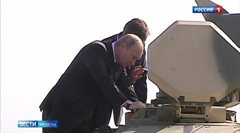 Танк, памперсы и часы в бетоне: Колесников написал новую книгу о президенте