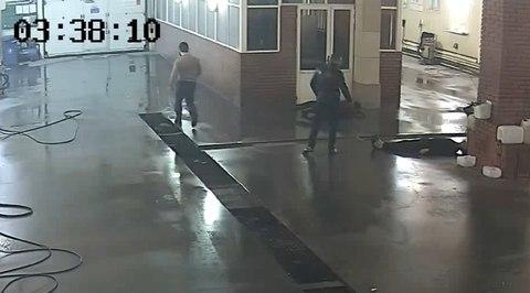 Москвич одним ударом убил отказавшегося мыть его BMW сотрудника