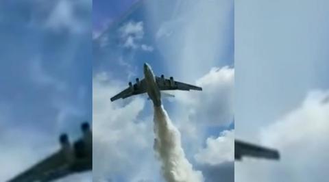 Ил-76 сбросил тонны воды на инспекторов ДПС в Подмосковье