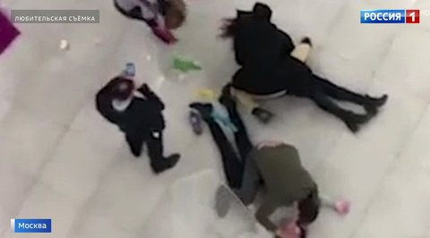 Посетительница столичного ТЦ упала с высоты четвертого этажа