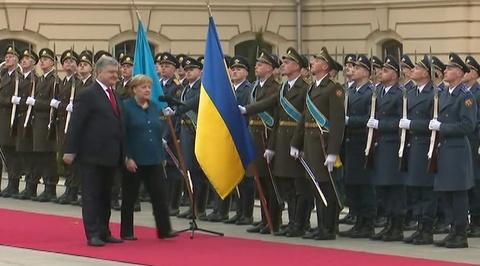 Визит Ангелы Меркель в Киев начался с конфуза